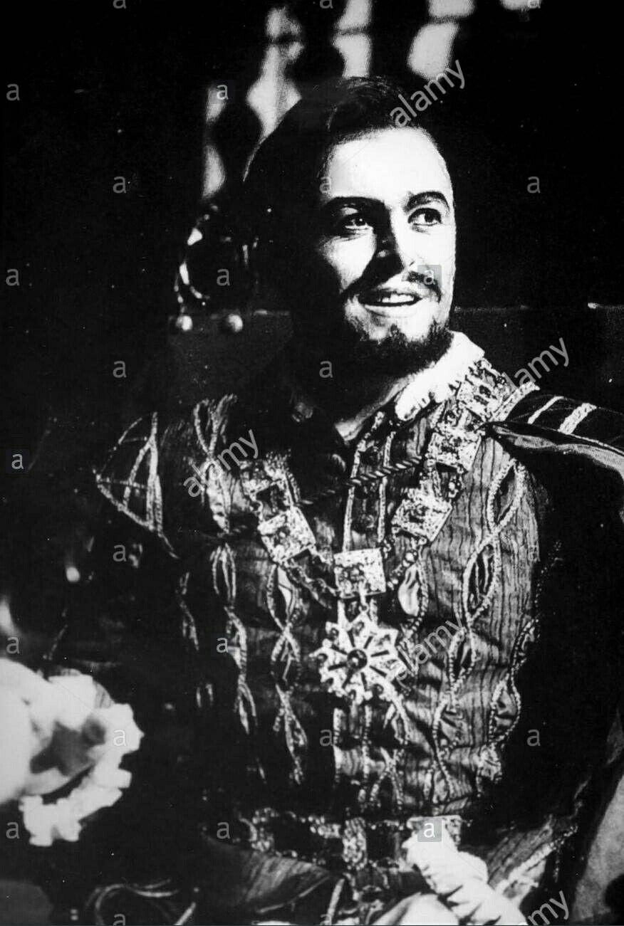 Luciano Pavarotti As Duke Of Mantua In The Opera Performance Rigoletto Lirica ópera Cantantes