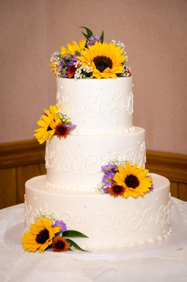 wedding cakes with sunflowers and roses wedding cake with fresh sunflowers and ivory icing 26125
