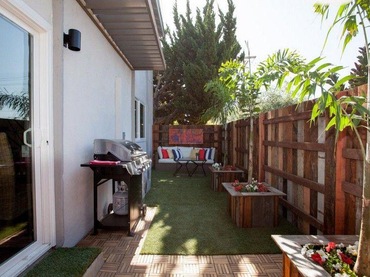 Moderner Sichtschutz Garten Innenhof Recyceltes Holz Zaun Kunstrasen Grill