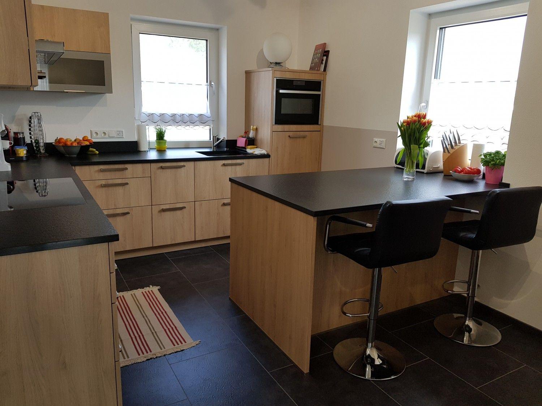 praktische Familienküche mit viel Arbeitsfläche Küchen