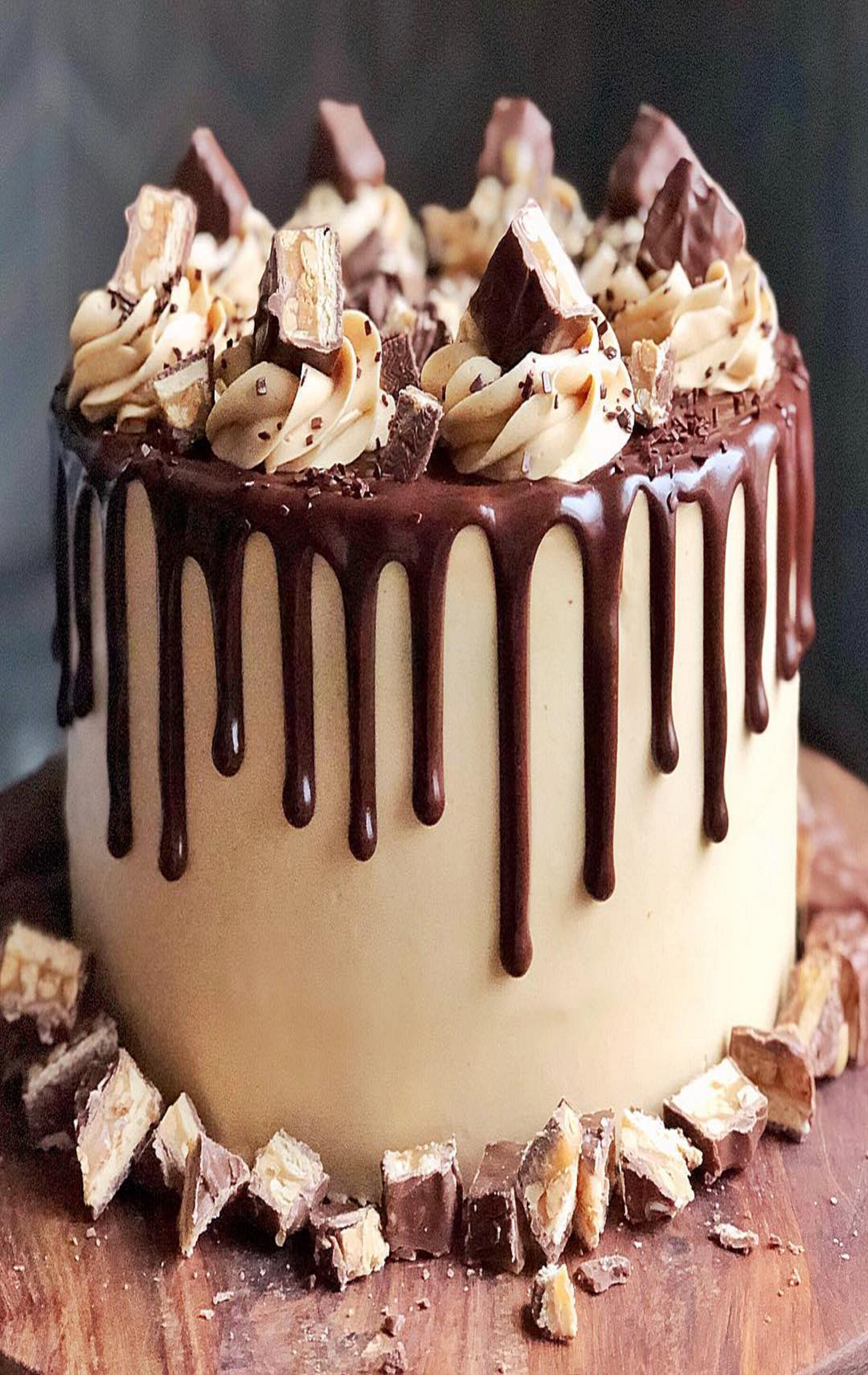 Stupendous Pin By Ivanka Kostova On Khrana Candy Bar Cake Snickers Cake Funny Birthday Cards Online Hetedamsfinfo