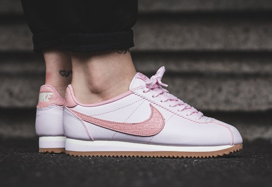 nike cortez leather lux croc pearl pink gum femme. Black Bedroom Furniture Sets. Home Design Ideas