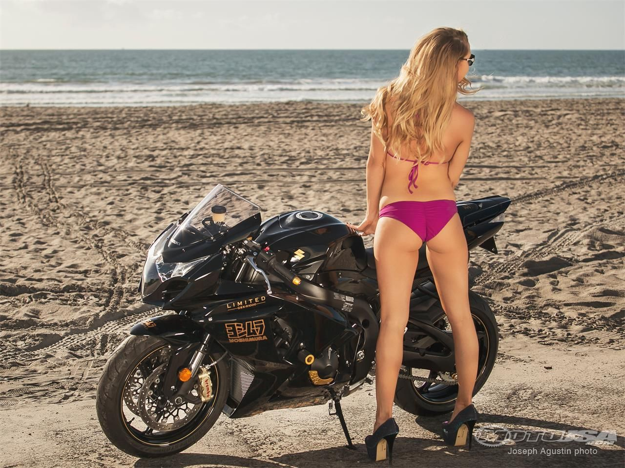 pic-naked-girl-on-suzuki-gsxr-xxx-suck-it-dry