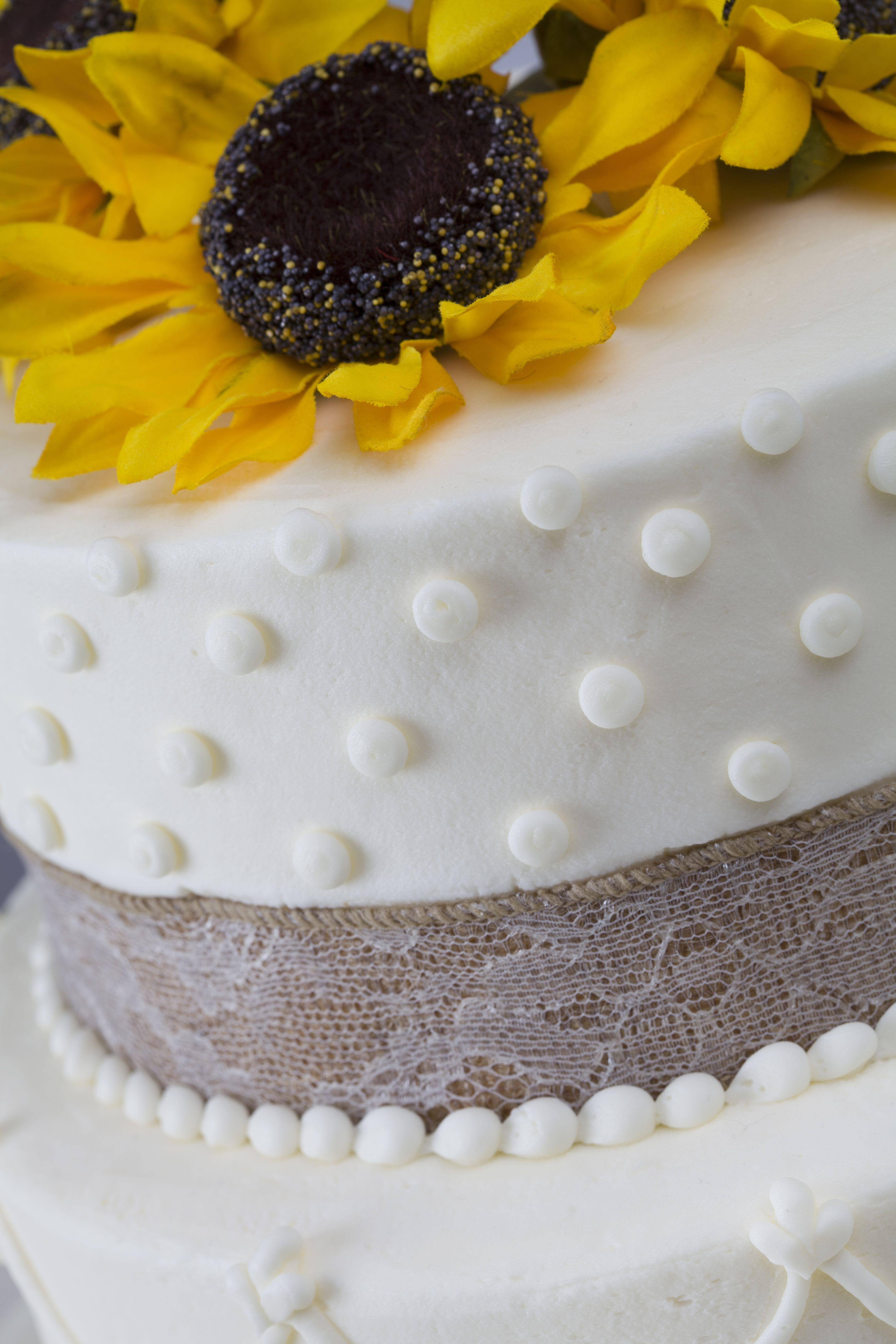 Country Chic Close Up From Martin S Bake Shoppe Wedding Cakes With Cupcakes Wedding Cakes Cake