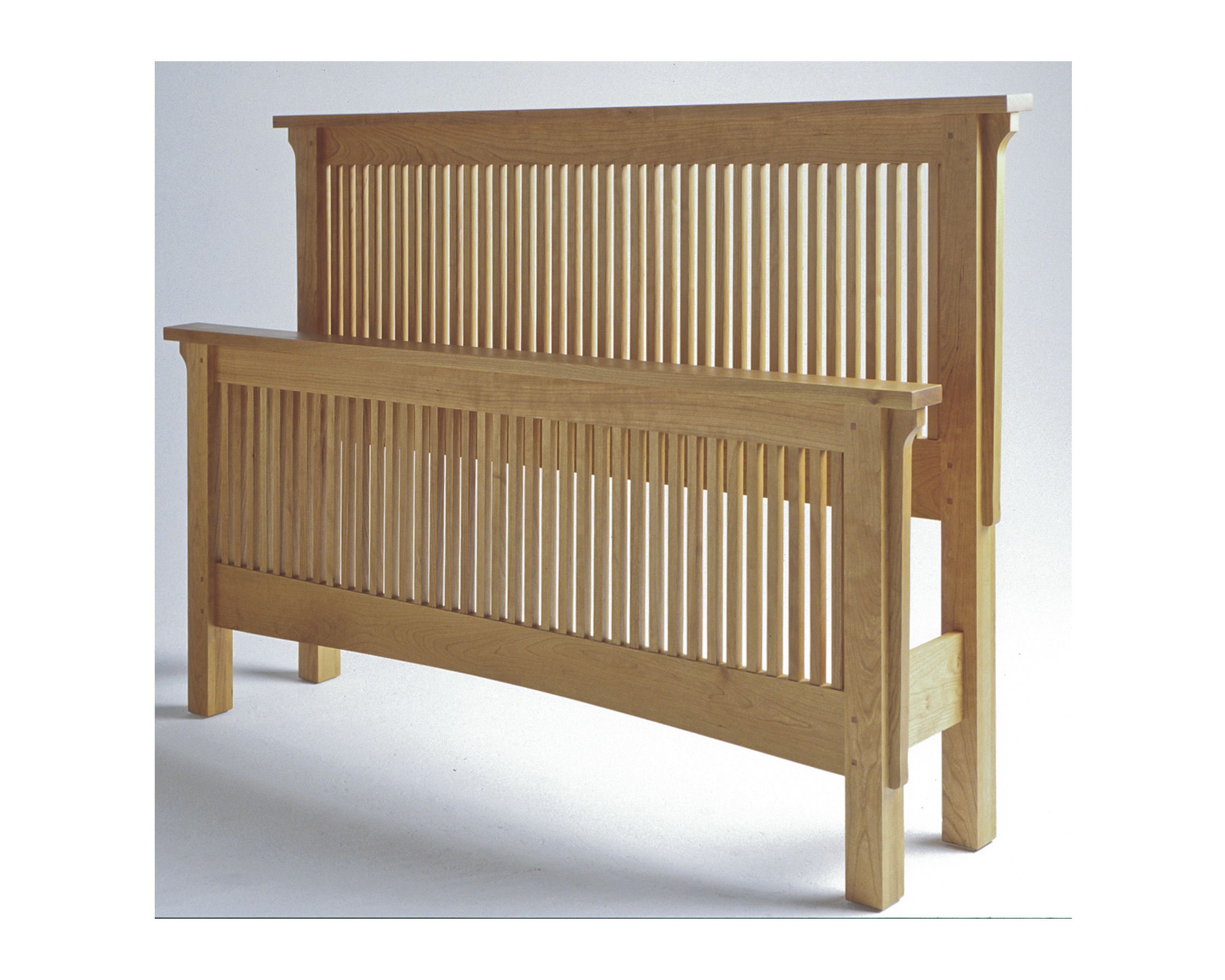 this traditional arts and crafts queen size spindle bed is made from