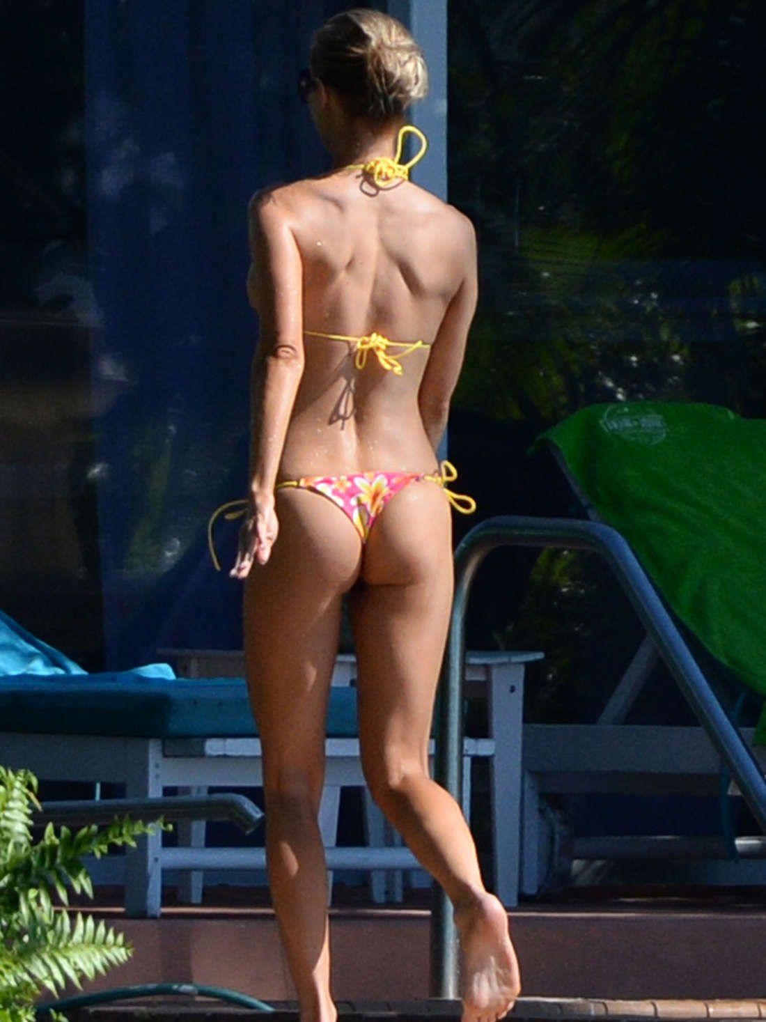 Amy Smart Sexy Photos amy smart   bikinis, joanna krupa, bikini photos