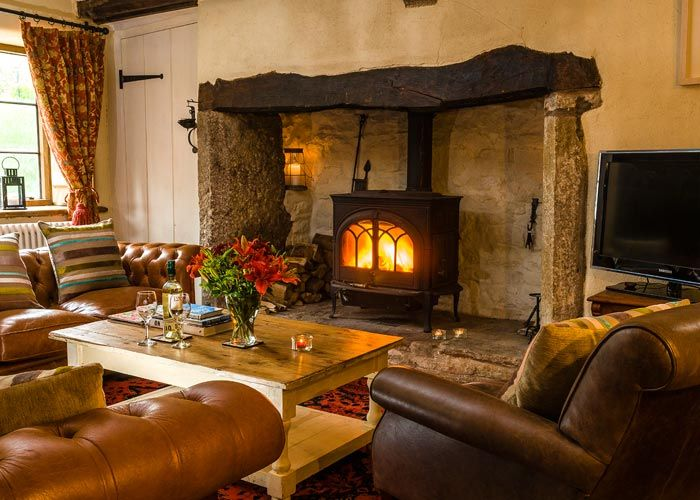 Cozy English And World Styled Sitting Room With: Malt House Kitchen - Wye Valley Accommodation