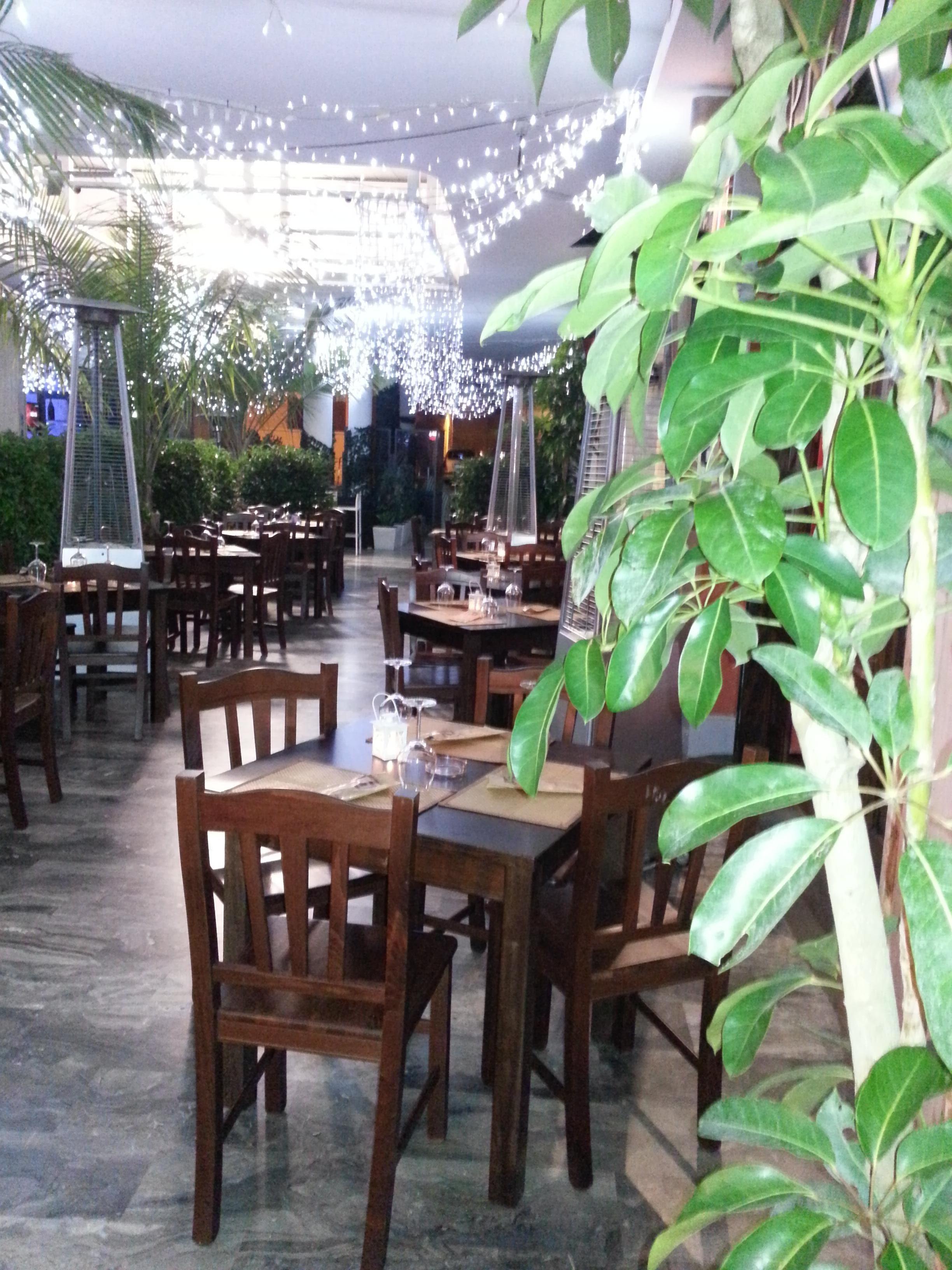 """www.mobilificiomaieron.it - https://www.facebook.com/pages/Arredamenti-Pub-Pizzerie-Ristoranti-Maieron/263620513820232 - 0433775330 Arredamento pizzeria ristorante """"Mabensì"""" a Gallipoli (lecce). Tavoli in legno massello per ristorante cod 806/80/65 color noce. #arredamentopub #arredamentopizzeria arredamentoristorante #sedietavoli #tavoliesedie #sedieristorante #tavoliristorante"""