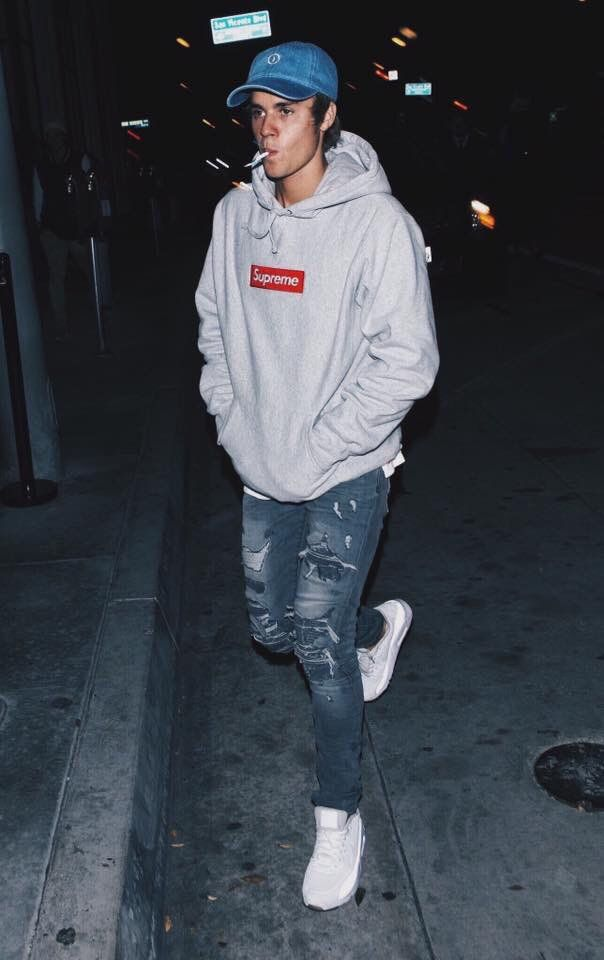 sports shoes cefcd 8652a Justin Bieber in Supreme Grey Hoodie x Nike Air Max 90