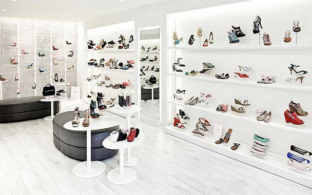Decoracion zapaterias 50 shoe stores pinterest for Como decorar una vitrina