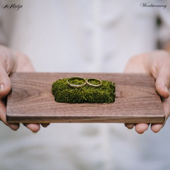 This beautiful wood ring pillow with moss holder is ideal for rustic or woodland weddings. & This beautiful wood ring pillow with moss holder is ideal for ... pillowsntoast.com