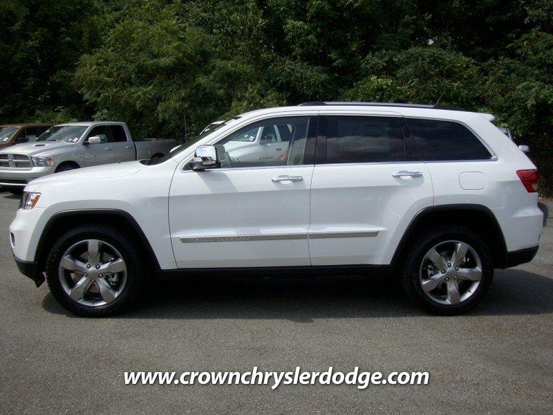 New 2013 Jeep Grand Cherokee White With Grey Leather Interior Loving It 2013 Jeep Grand Cherokee Jeep Grand Cherokee Jeep Grand Cherokee Limited