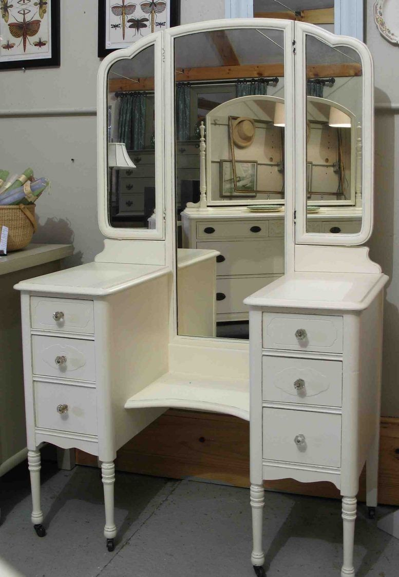 Oval Mirror Bed Bath Beyond With Images White Bedroom Vanity