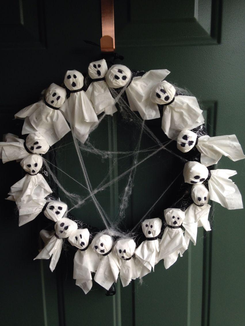 It the spirit of Halloween we made a ghost wreath #bricolagehalloweenenfant