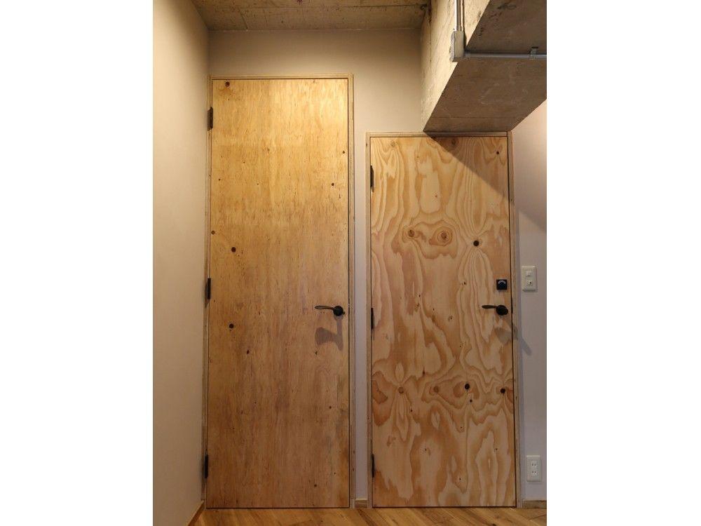 h Iさんのトイレの扉 戸 構造用合板でつくられた扉 7724 1