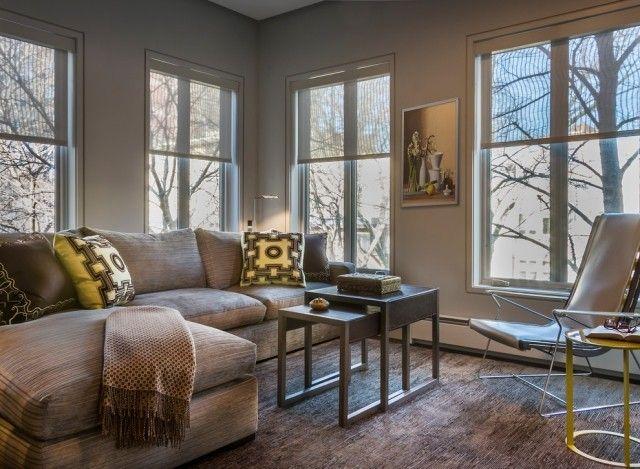 Wohnzimmer Teppich ~ Graues wohnzimmer teppichboden ecksofa gelbe akzente interior