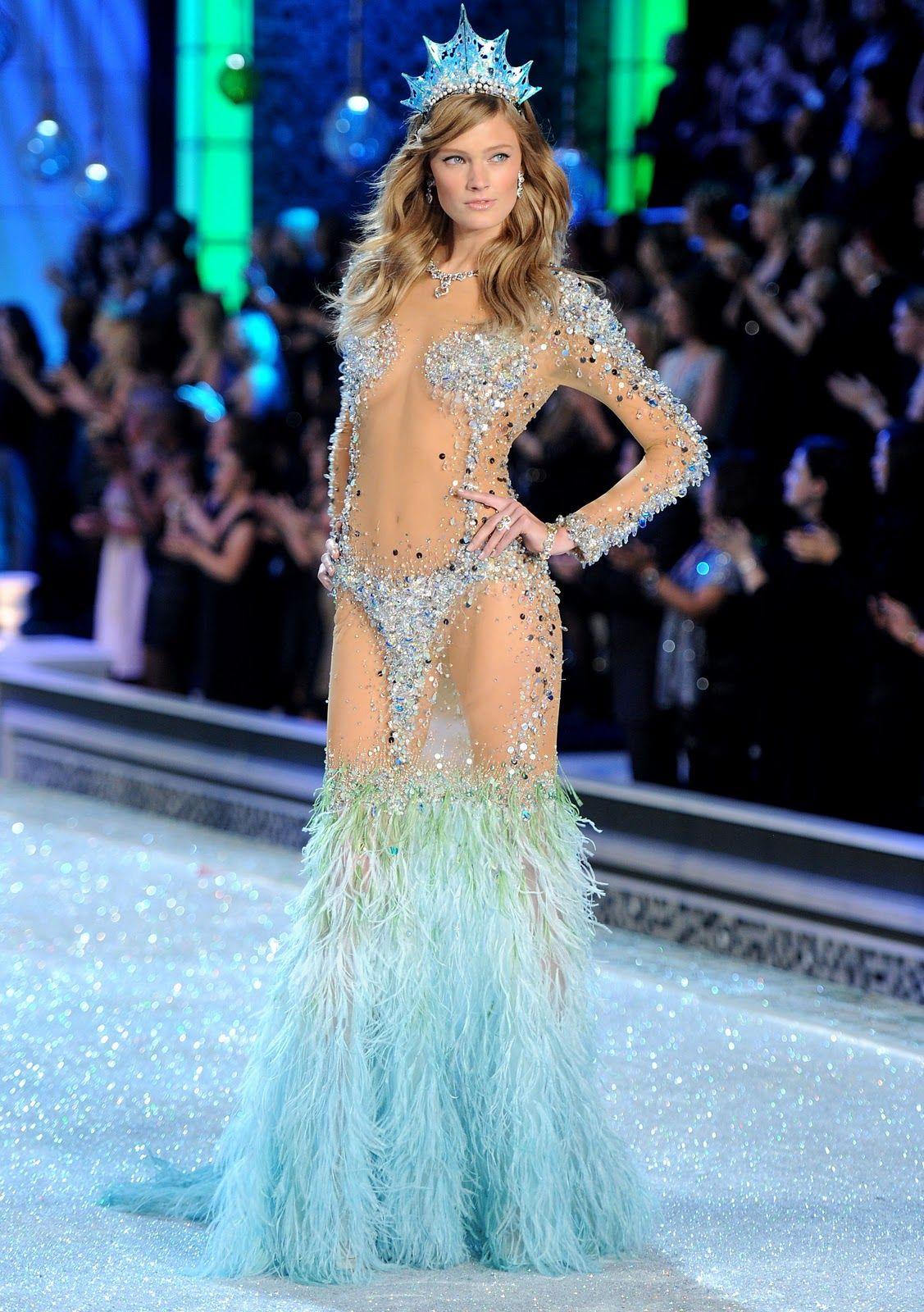 35ba16d3352 Constance Jablonski  Victoria s Secret Fashion Show 2011 HQ - Models  Inspiration