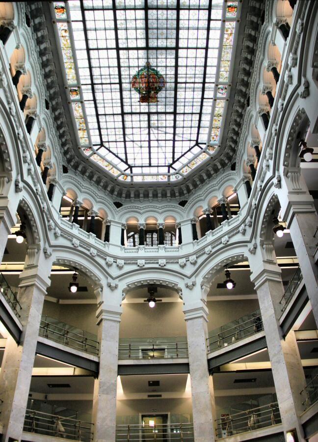 Interior Del Renovado Palacio De Cibeles En La Plaza De Cibeles De Madrid Palacios Arquitectura Palacio Cibeles