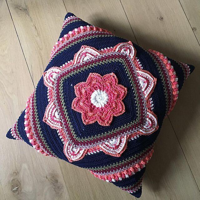 Free Pattern Geometric cushion | Crochet Stitches | Pinterest ...