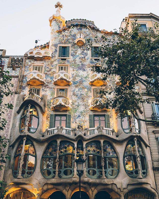 Travel In Spain Barcelona Architecture Tour: Barcelona - Hundertwasser House