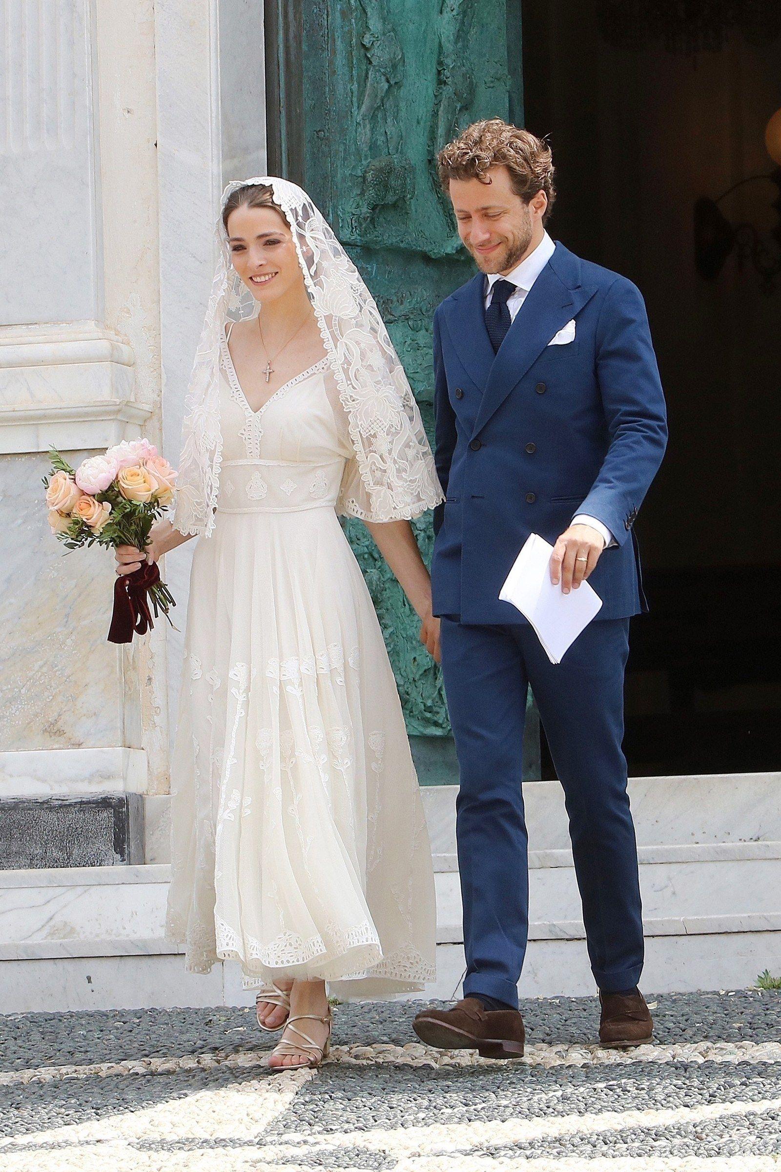 Anna Wintours Tochter Heiratet Zum Zweiten Mal Dieses Kleid Trug Bee Shaffer Bei Der Zeremonie Italienische Hochzeitskleider Zweite Hochzeitskleider Hochzeitsfeier Ideen
