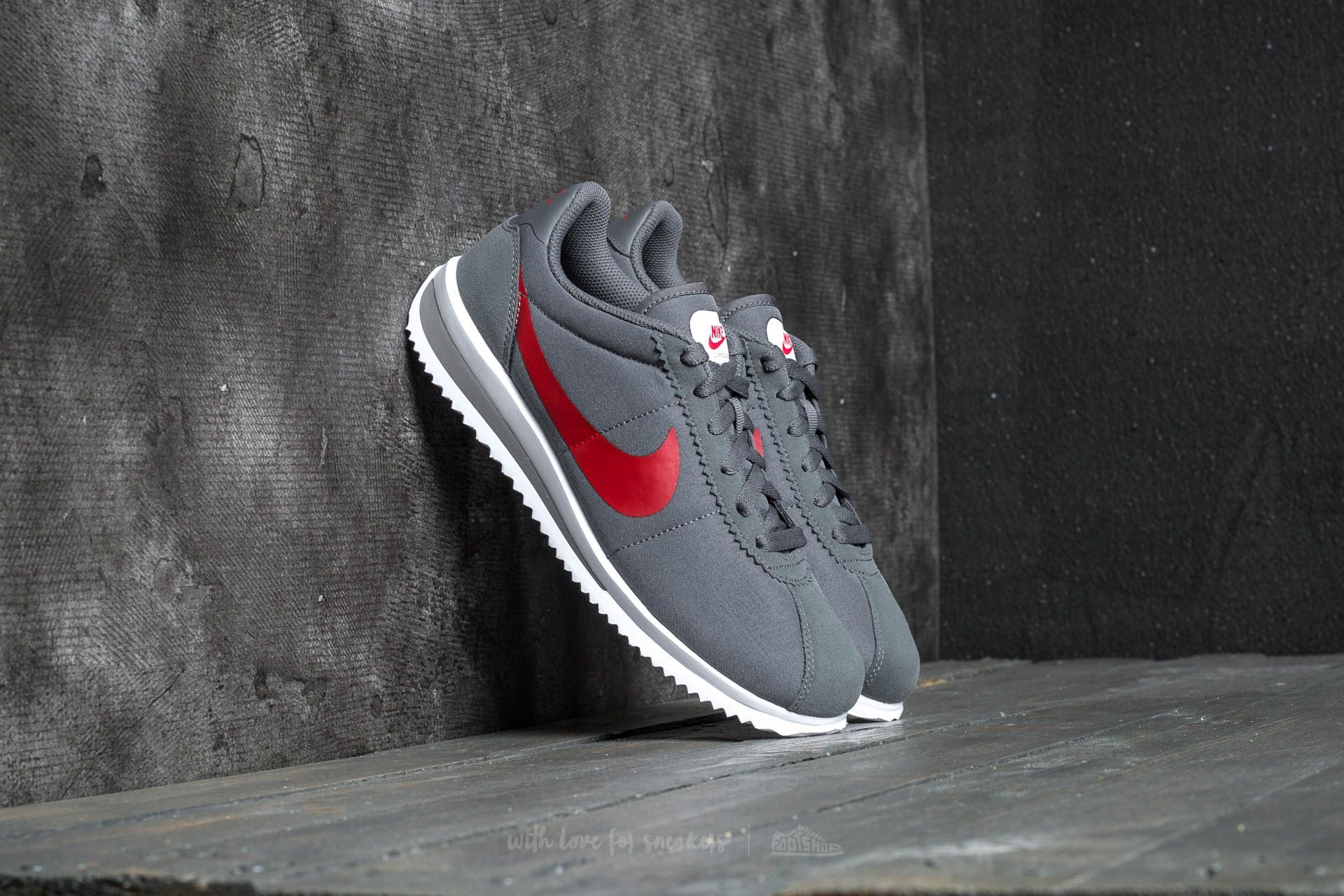 nike-cortez-ultra-gs-dark-grey-red