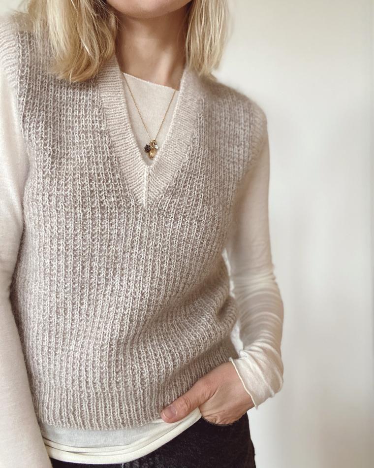 PetiteKnit Stockholm Sweater V neck (papirutgave