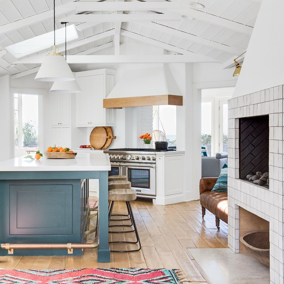Loving The Modern Beachy Vibes Of This California Kitchen