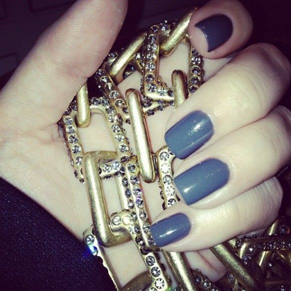 Khloe Kardashian Shares Pic Of New Gray Green Nail Color On ...