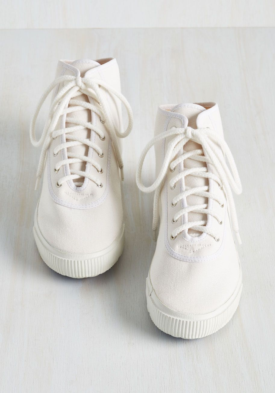 Sporty Favors the Bold Hi-Top Sneaker in White. Score the winning point for your slam-dunk outfit by lacing into these white hi-top sneakers from Startas! #white #modcloth