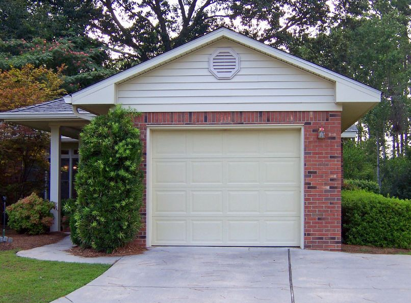 No Other Townhome Like This One In Riverwoods Of Danbury Move In Condition With Gorgeous Hardwood Flo Garage Doors Affordable Garage Doors Custom Garage Doors