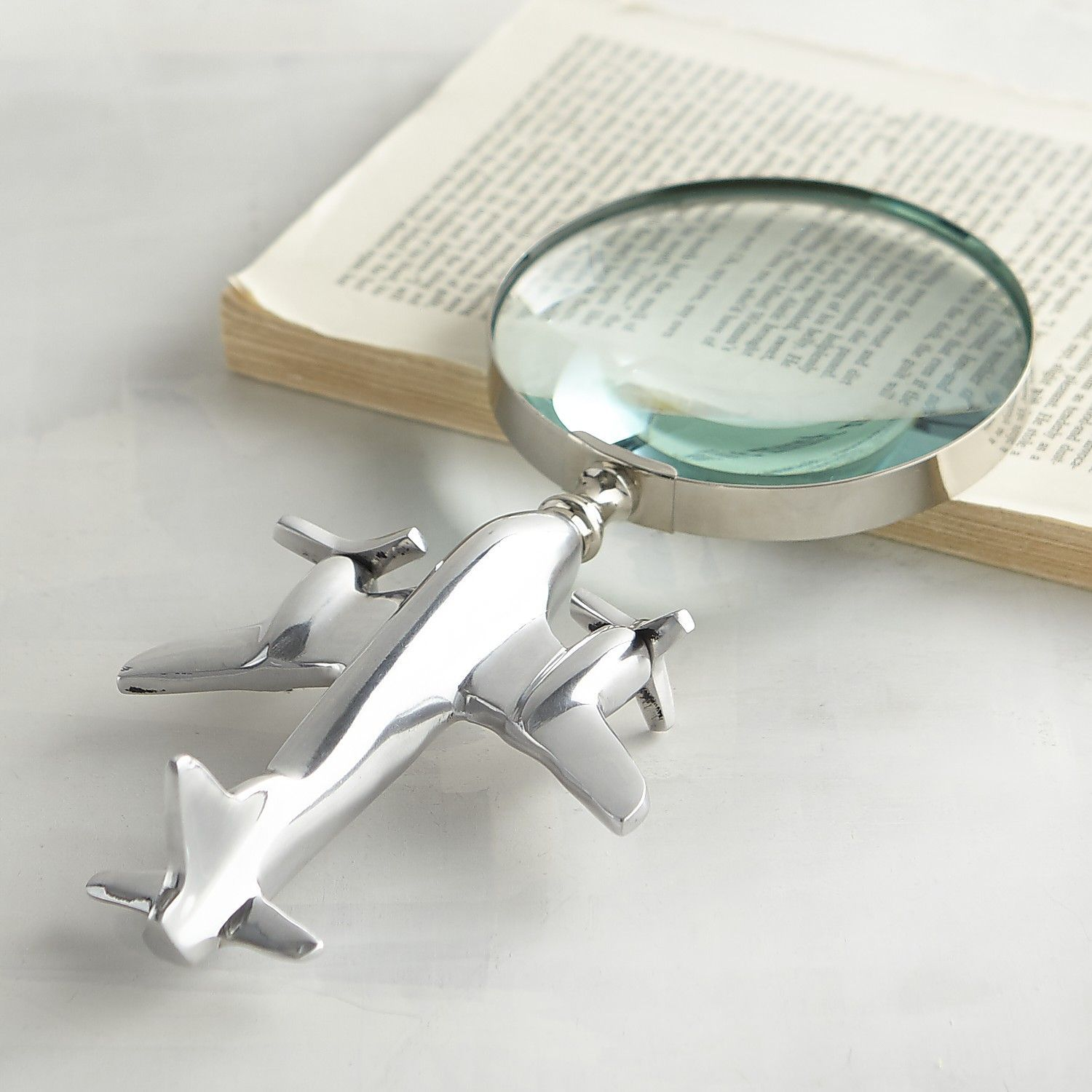 airplane magnifying glass