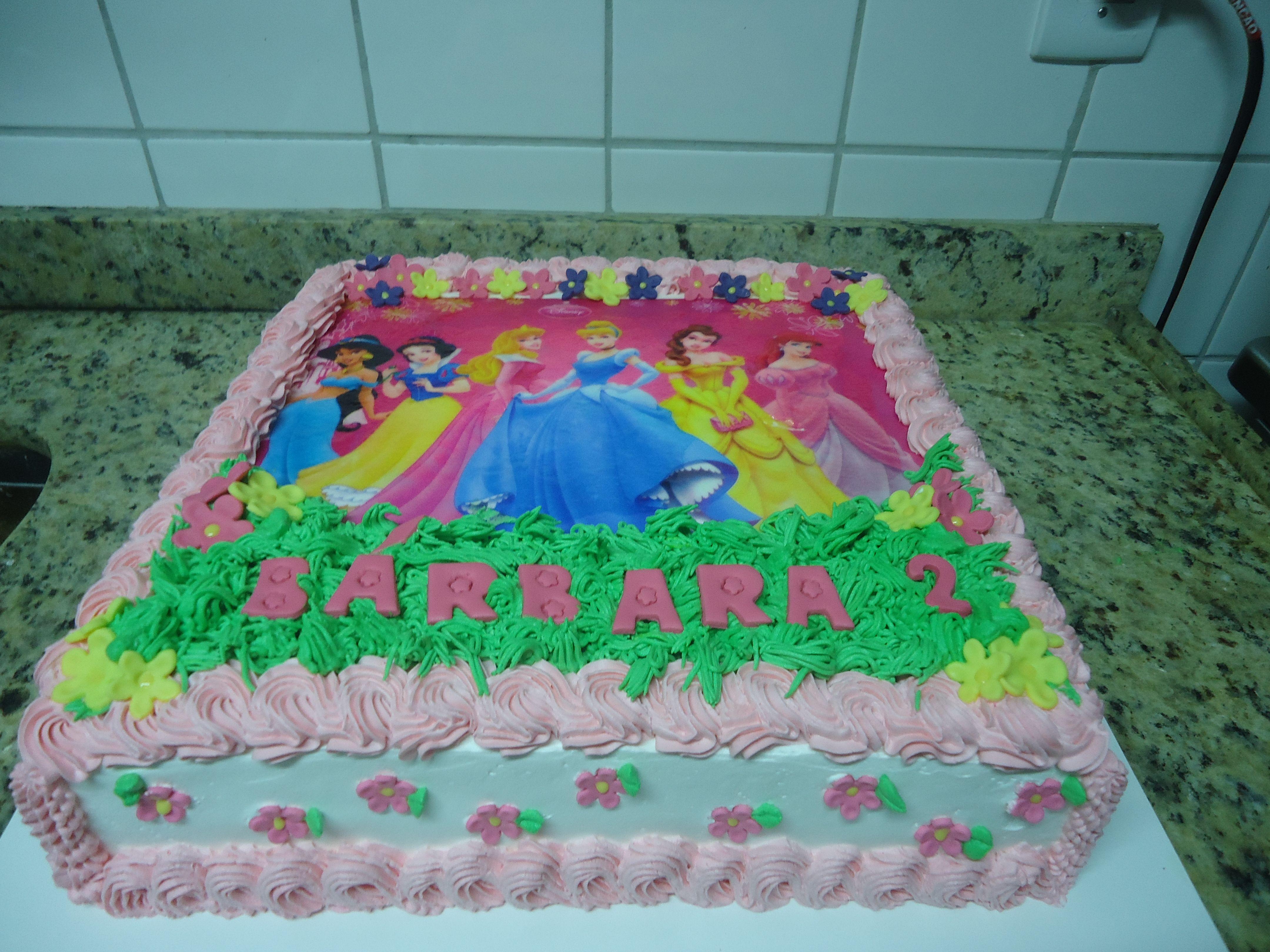 Torta Com Chantilly E Papel Arroz Princesas Bolos E Tortas