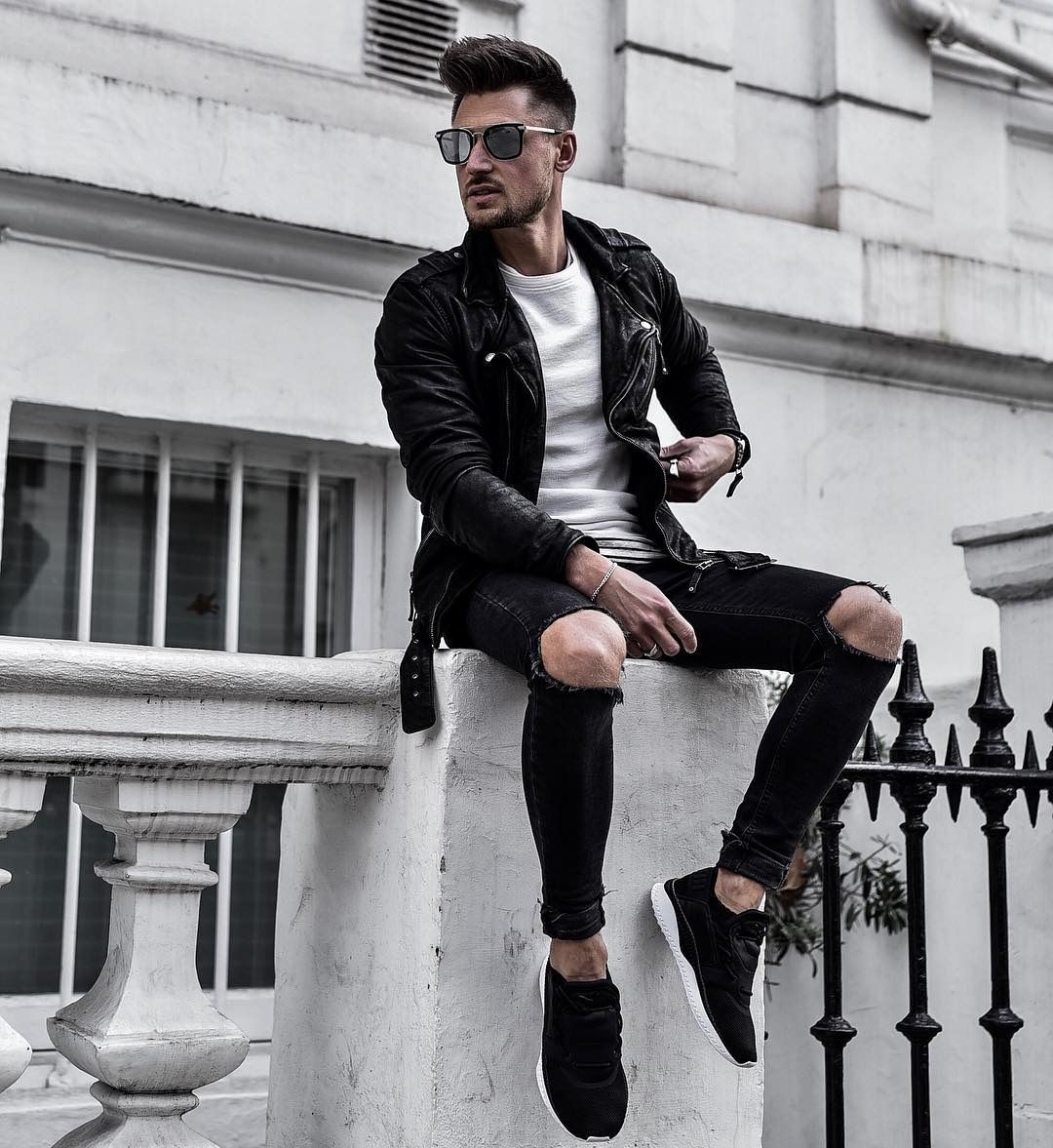 Inspire passion in your style with Calvin Klein men's clothing. Keep up with the latest trends in men's fashion with pieces such as the bomber jacket, ripped jeans for men, or bear timeless staples like the men's polo or jean jacket.