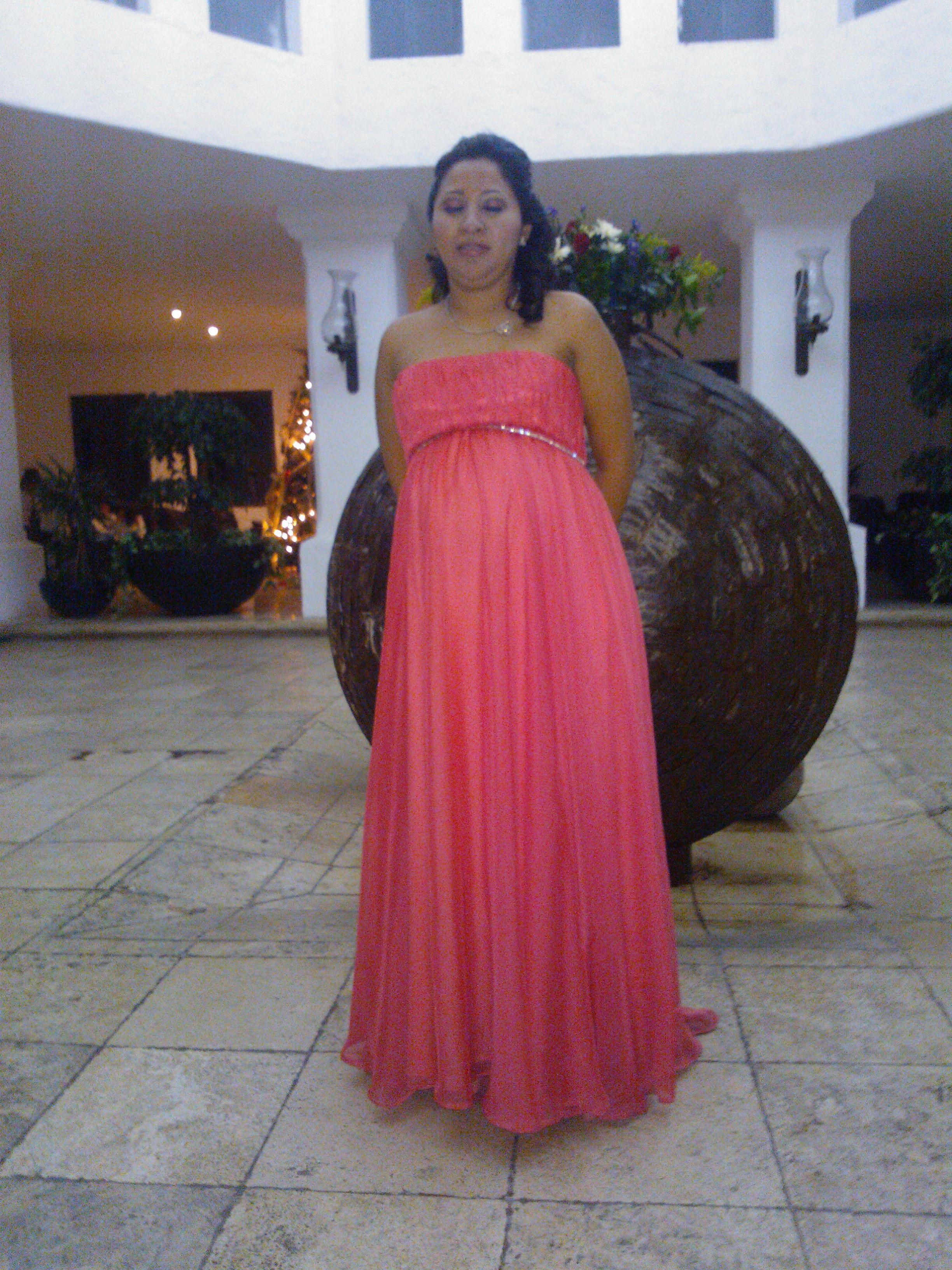 Vestido coral con falda circular y escote strapless. Ojo mi amiga ...
