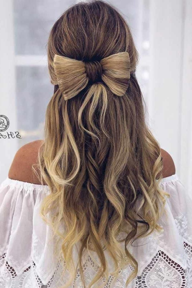 We Gathered Up A Special Compilation Of Christmas Hairstyles For Long Hair Which Look Cute And Are Simple To M Medium Hair Styles Fancy Hairstyles Hair Styles