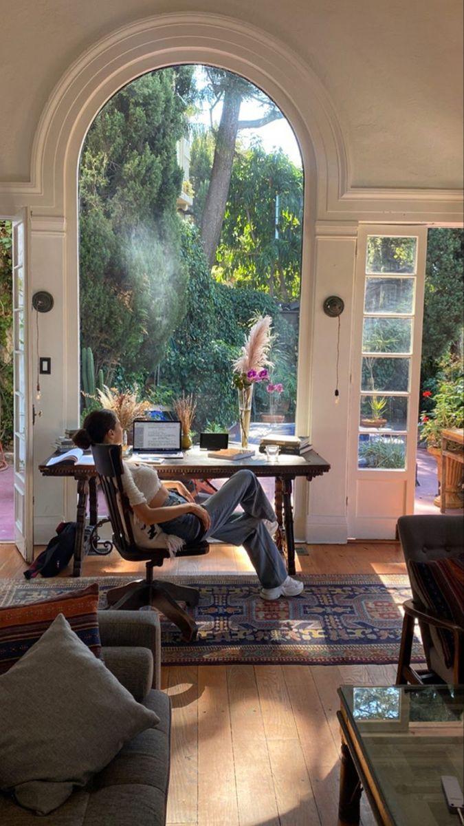 Simple Minimal Living Room