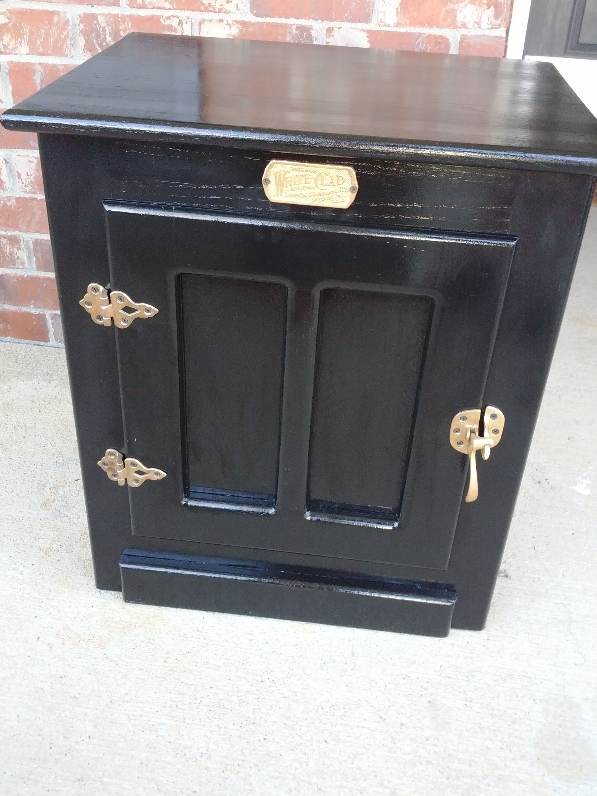 Project 1 Refinishing The Old Ice Chest Ice Chest End Table Makeover Painted Ice Chest