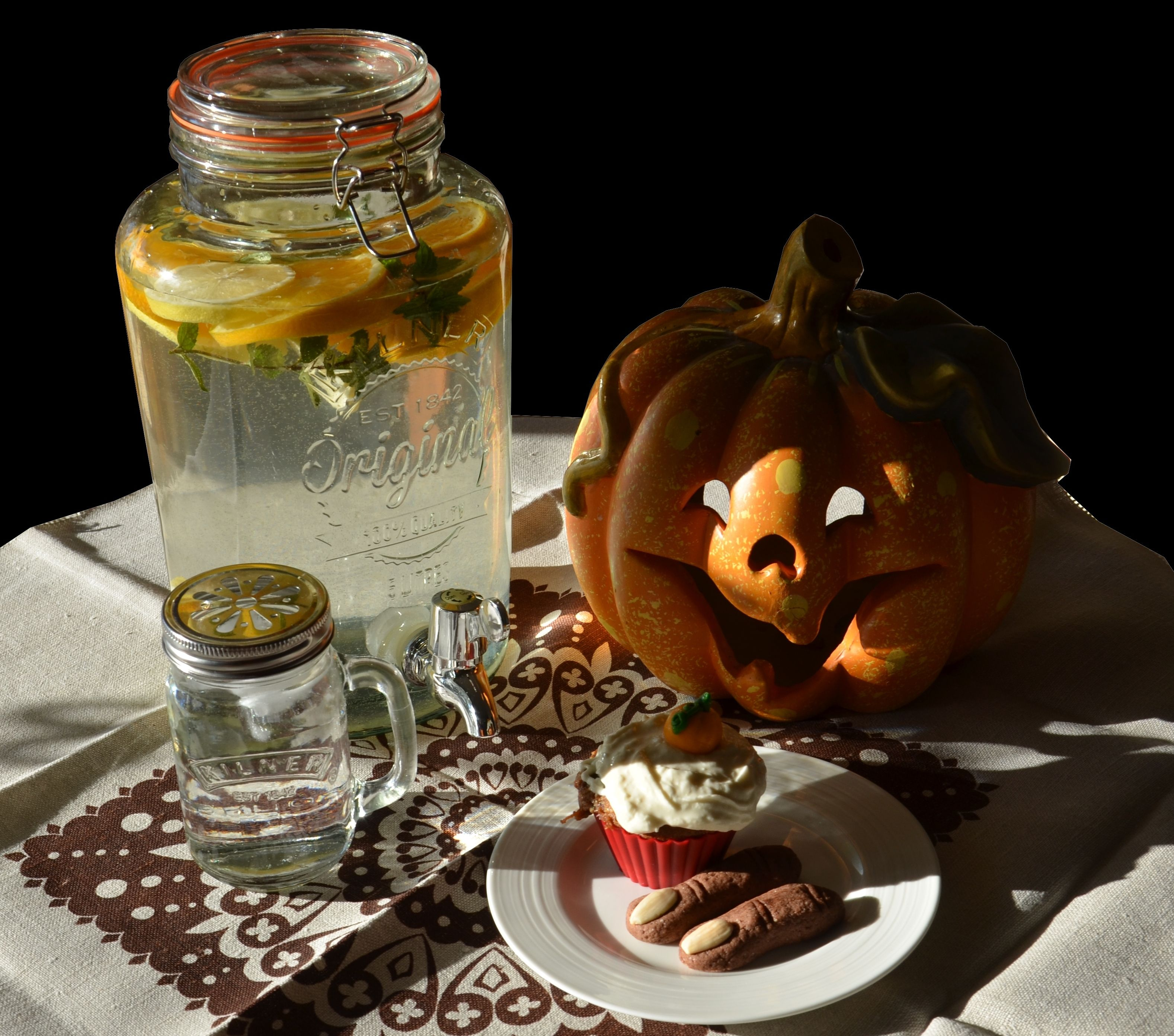 halloween decoratio with drink dispenser | dávkovače nápojů - drink