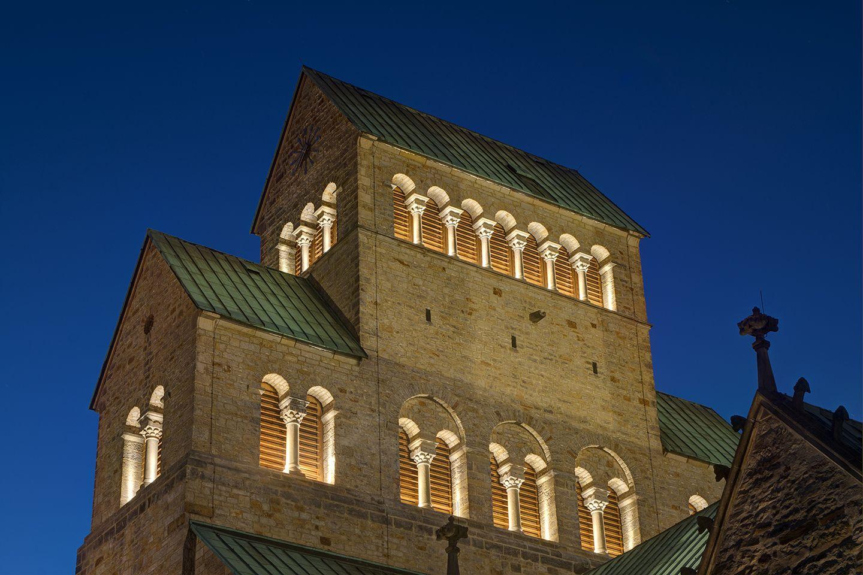 Cathedral of Hildesheim  - Unesco World Heritage site - Lighting design: Dynamisches Licht Studio DL Norbert Wasserfurth - Lighting products: iGuzzini illuminazione #GlimCube #Lighting #Inspiration #iGuzzini