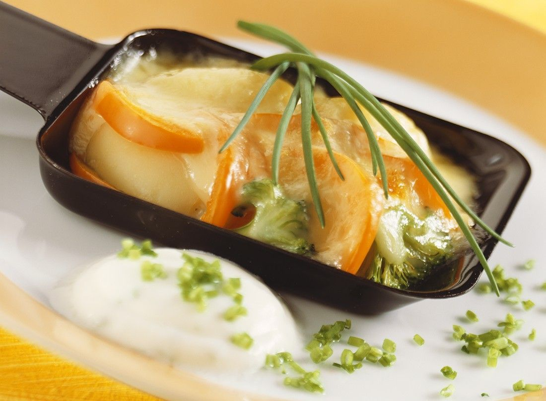 gem se raclette recipe fondue food and recipes. Black Bedroom Furniture Sets. Home Design Ideas
