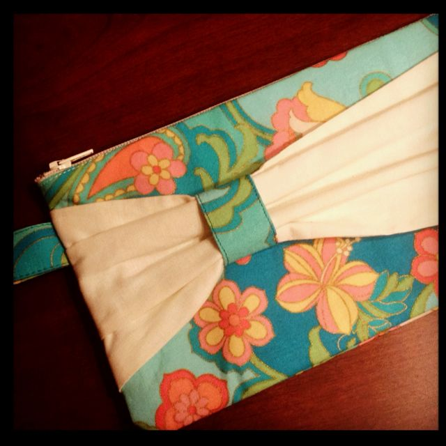 Cute clutch I made tonight!! A definite must for the spring/summer!