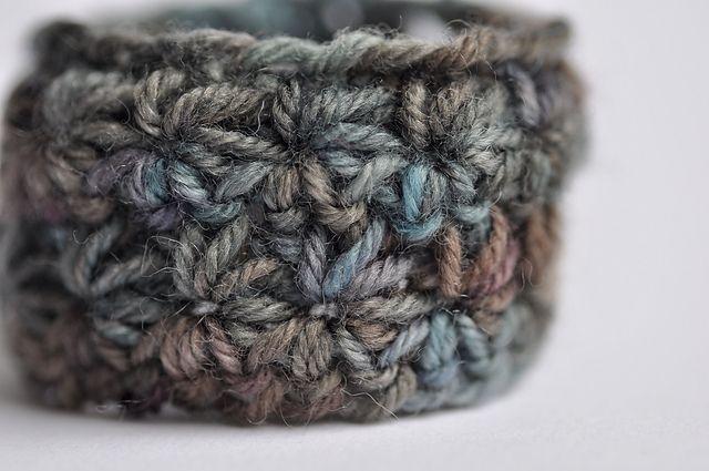 Ravelry: Bracelet Star pattern by Elise Dupont