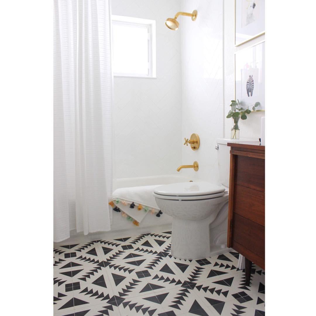 Adry Bonet 🌸|| DESIGN + DECOR (@adoseofadry) Chic Modern Bathroom,