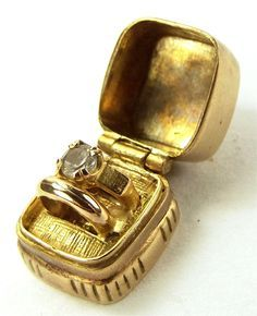 Vintage 9ct Gold RING BOX Charm Opens 2 Rings 1962 5.7g..