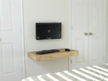 壁にそのままスクリーンを取り付けたアイディア!シンプルで素敵ですね。