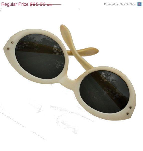 9195ecbb53cc Vintage 1960s B RayBan Bewitching sunglasses by SeeingEyeToEye, $76.00