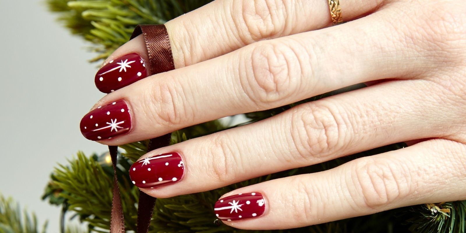 76 Sparkly, Shiny, Bold Holiday-Inspired Manicures