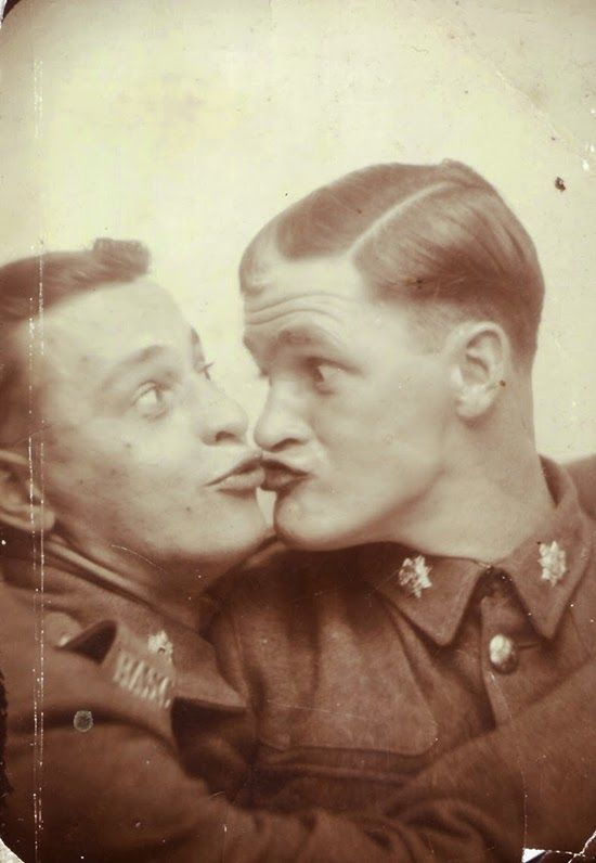 vintage everyday: Men in Photobooth
