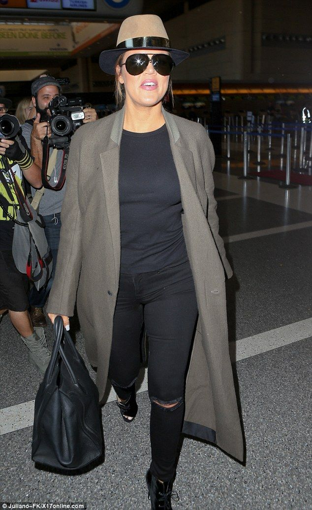 Hip: On Friday Khloe Kardashian opted to make a cool entrance at the Los Angeles Internati...